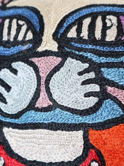 Zijden oranje kussen met kat detail