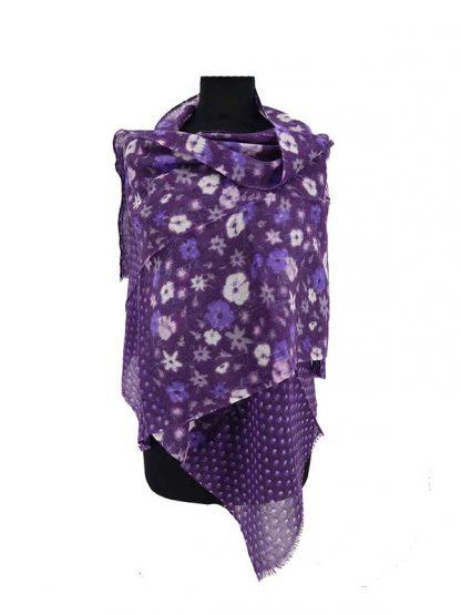 Paarse sjaal met bloemenprint