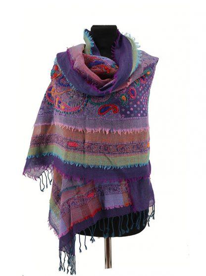 Paarse wollen shawl met laagjes a