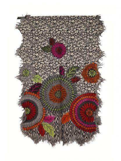 Wollen shawl met geverfde bloemen d