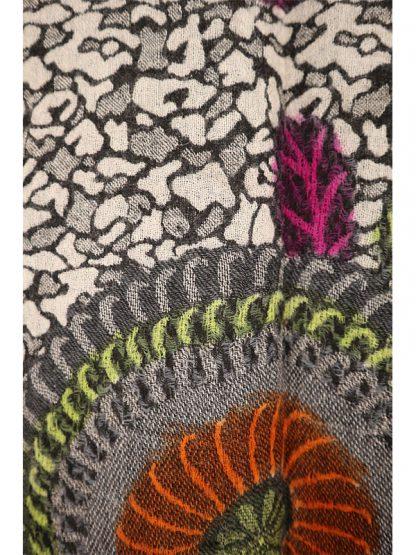 Wollen shawl met geverfde bloemen e