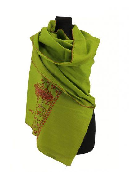 Helgroene cashmere wollen shawl met needlework a