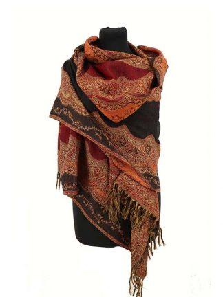 zwartrode wollen shawl