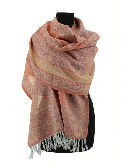 Zalmkleurige wollen sjaal