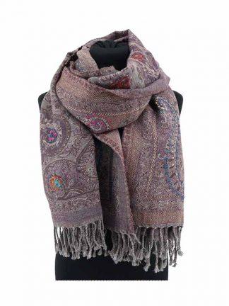 paarse wollen shawl